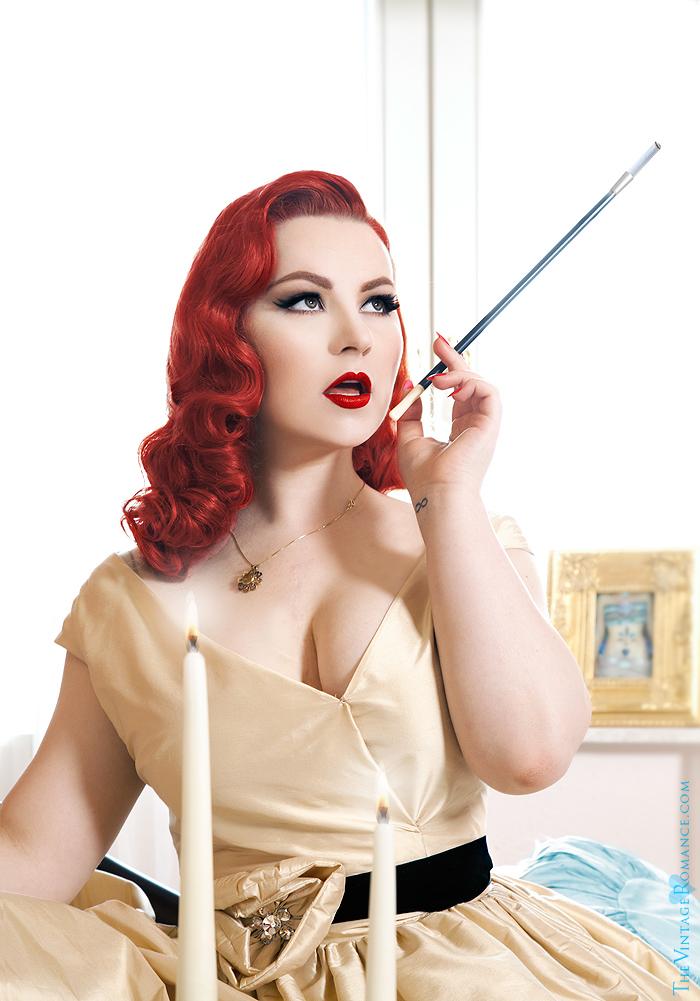 13_The-Vintage-Romance-ela-siromascenko-champagne-dress-hotel-room-silk