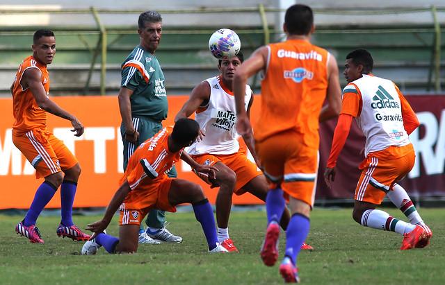 Fluminense: Ricardo Drubscky testa opções em teino coletivo nas Laranjeiras