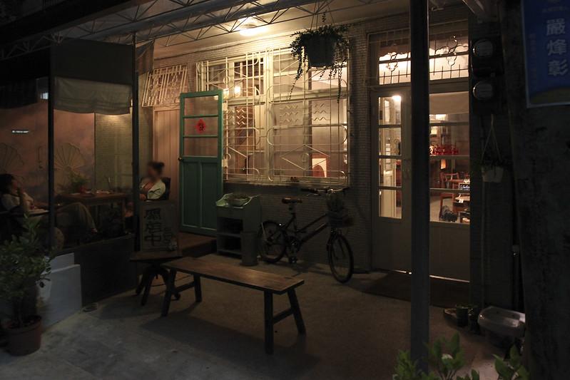 【宜蘭咖啡館】這裡有一間咖啡店,位在市區巷弄裡的安靜小店「ごろごろGOROGORO」。老屋改建│有網路│咖啡、甜點、輕食