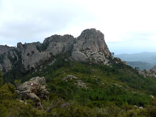 Punta Batarchjone depuis l'extrémité Est de Punta Balardia (le couloir de montée est bien visible un peu à gauche du sommet Ouest)
