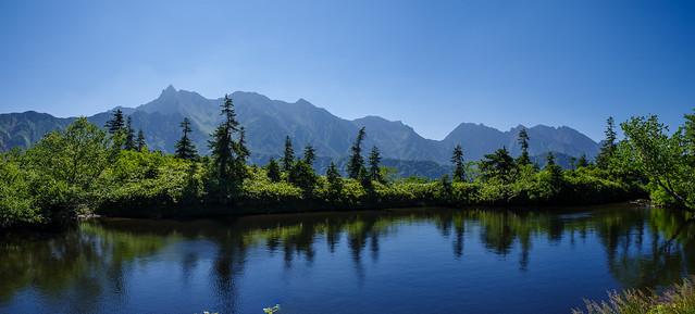 風が強くて残念!湖面に山並みは写らなかった・・@鏡池