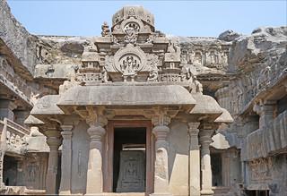Image of Ellora caves. india grotte inde ellora jainism matanga dalbera jainisme religionjaïn religionjaïne