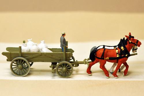 H0 Modellbau Bauernwagen mit Getreidesäcken Mehlsäcken und zwei braunen Pferden