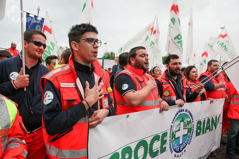 La manifestazione a Pietrasanta
