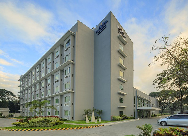 Microtel by Wyndham UP Technohub - Facade