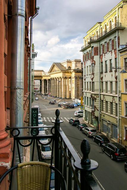 Kazanskaya street and Kazan Cathedral view from the balcony, Saint Petersburg, Russia サンクトペテルブルク、ホテルのベランダから見下ろすカザンスカヤ通りとカザン聖堂