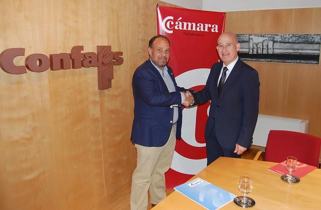 El presidente de CONFAES y de la Cámara de Comercio, Juan Antonio Martín Mesonero, con el candidato de UPyD a la Alcaldía de Salamanca, Bernardo Velasco.