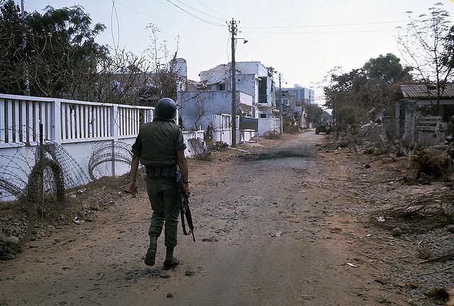 SAIGON 1968 - Đường Trương Quốc Dung, Phú Nhuận. Phía sau lưng là Võ Tánh (nay là Hoàng Văn Thụ)