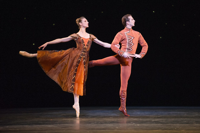 Zenaida Yanowsky and Nehemiah Kish in In The Night © ROH/Tristram Kenton, 2012