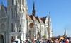 Die Romanische Basilika wurde zwischen 1255 und 1269 erbaut und 1370 in eine gotische Hallenkirche mit drei Schiffen umgebaut. Im Zweiten Weltkrieg wurde die Matthiaskirche schwer beschädigt, jedoch 1950–1960 nach den Originalplänen wieder aufgebaut.