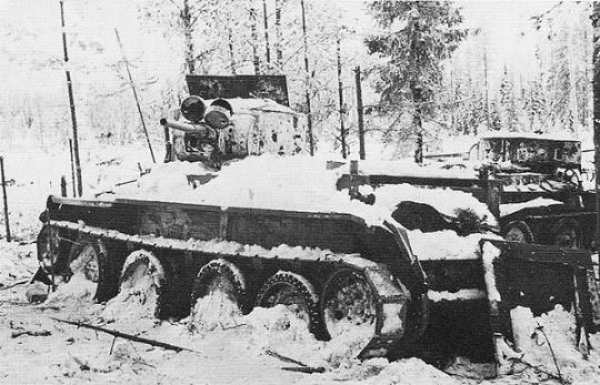 Брошенные танки БТ-7 и БТ-5