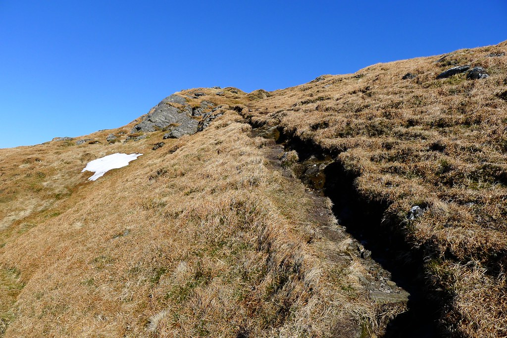 Path to the summit of Beinn Bhuidhe