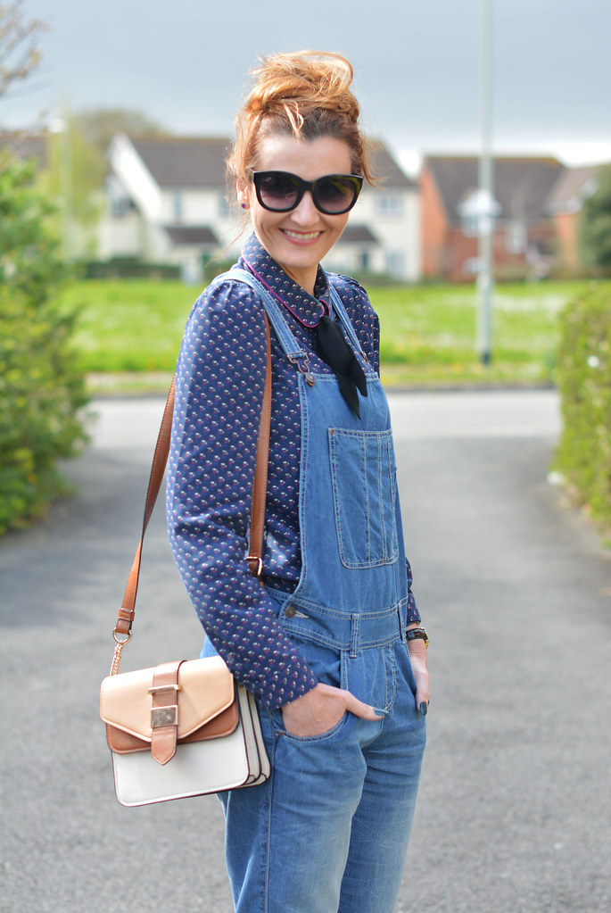 Blue denim dungarees (overalls), patterned Peter Pan collar shirt