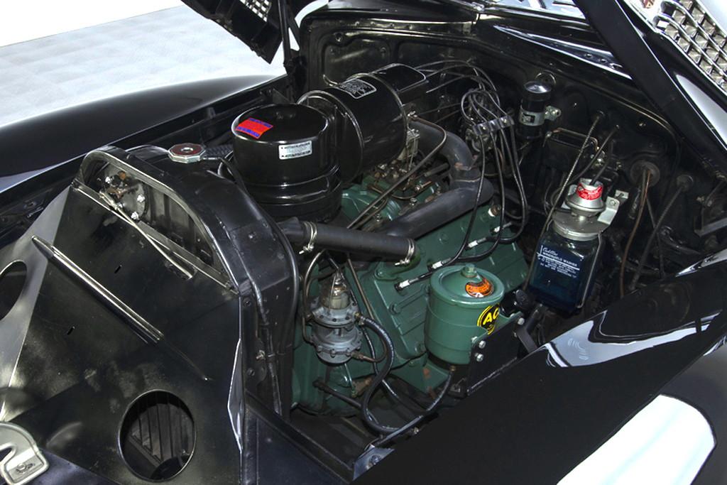 41030_G Cadillac Series 62 346CI Monobloc V8 3SPD Sedanette_Black