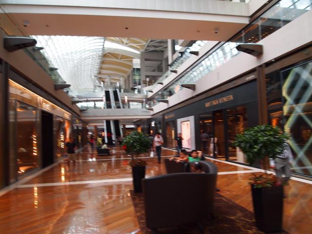 P4179014 The Shoppes at Marina Bay Sands(ザ・ショップス・アット・マリーナ・ベイ・サンズ)