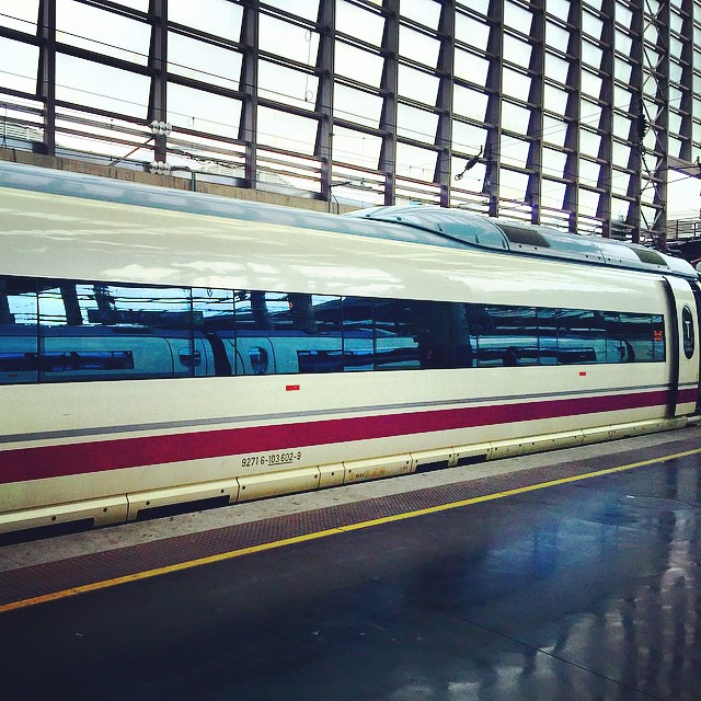 Correteando todo el día un poco justo de tiempo para llegar a tiempo al tren AVE con destino Barcelona Sants.