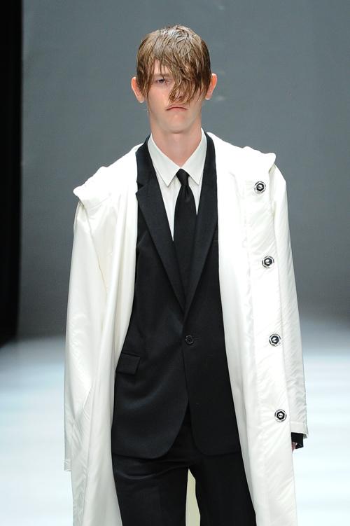 Robbie McKinnon3070_FW15 Tokyo DRESSEDUNDRESSED(Fashion Press)
