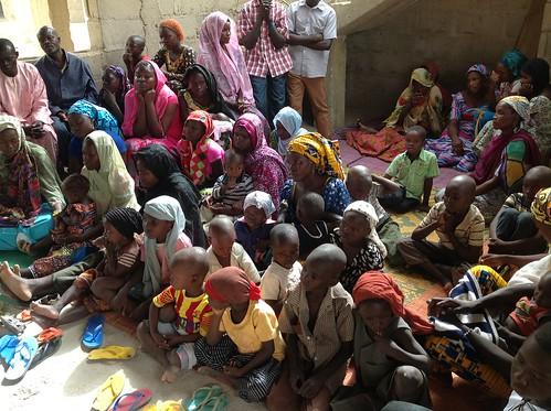 Donaciones de MasLibres.org HazteOir.org para comprar alimentos a las víctimas de Boko Haram Nigeria Maidiguri Borno