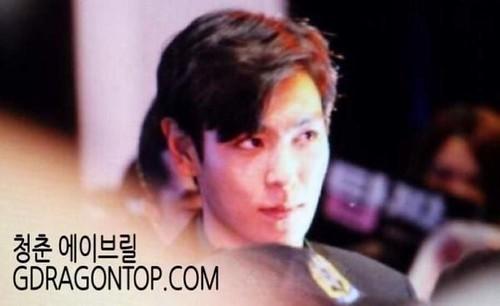 TOP-stagegreeting-premiere-HongKong-20140927_(11)