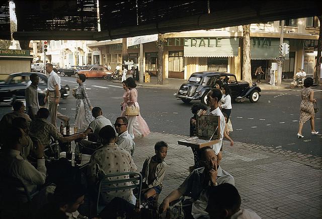 SAIGON 1961 - Ngã tư Tự Do-Nguyễn Văn Thinh. Photo by Wilbur E. Garrett - Nay là ngã tư Đồng Khởi-Mạc Thị Bưởi