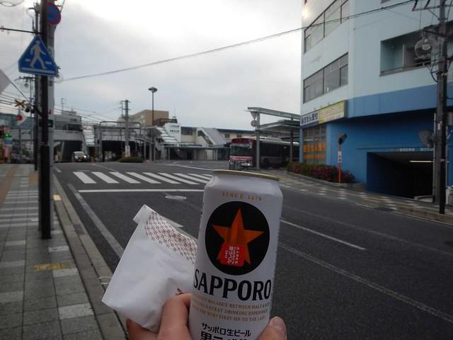 石山駅でビール
