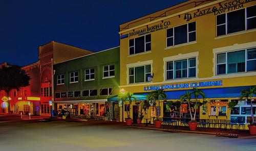historicdowntown treasurecoast sunshinestate stuart florida usa martincounty urban downtown citylights cityscape smallcity dawn architecture metropolis realestate commercialproperty sailfishcapitoloftheworld shops stores lunaitaliancuisine nikond7100 jorgemolina indianriverlagoon