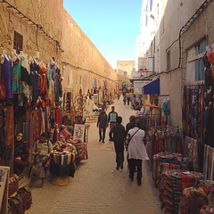 #Essaouira #medina is the easiest gated city in #Morocco. The streets are in straight lines and it looks like it was made to be organized. No #googlemap required to find your way to another point. Piece of cake. Vendors are not pushy. They knew most of th