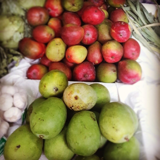 #Mangoes. #Red and #Green. #Tropicalfruit #instafood #inseason