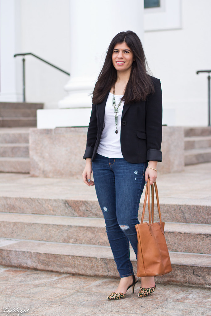 jeans, tee shirt, blazer, leopard pumps, statement necklace.jpg