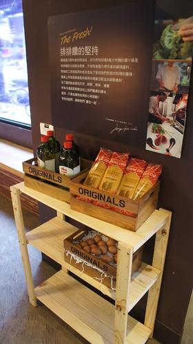 高雄排排饡排排讚!米蘭炸牛排在台灣也吃得到-一樓食材用料展示1