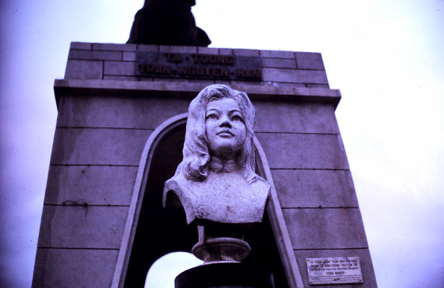 Saigon 1970 - Photo by scoutdog70 - Statue monument of Quach Thi Trang