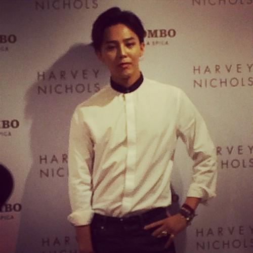 G-Dragon_HarveyNichols-COLOMBO_VIA_DELLA_SPIGA-HongKong-20140806 (39)