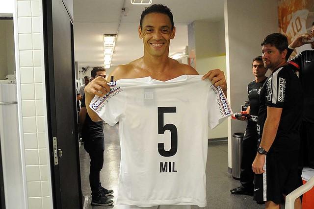 Ricardo Oliveira marcou o gol cinco mil do Santos FC em Paulistas