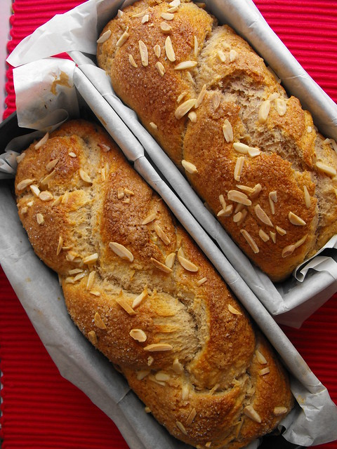 Pão doce com amêndoa