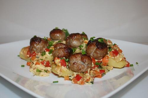 54 - Potato bratwurst casserole - Side view / Kartoffel-Bratwurst-Auflauf - Seitenansicht