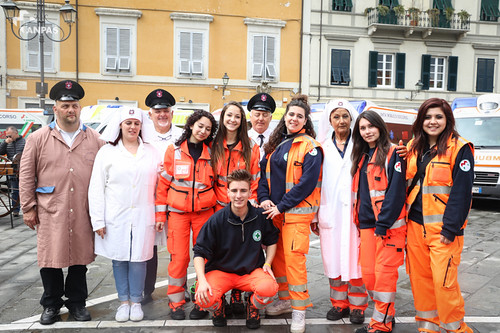 Sarzana: la sfilata per le vie del centro coi mezzi storici