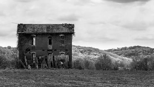 county blackandwhite bw black abandoned blancoynegro monochrome canon mono decay mo missouri pike decrepit 6d ef70300 rurex oncewashome