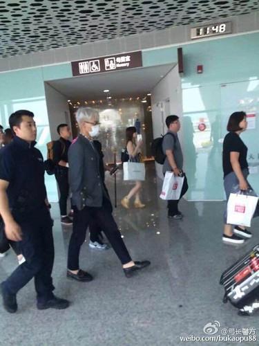 BIGBANG ARRIVAL 2015-08-07 Shenzhen by bukaopu88 (3)