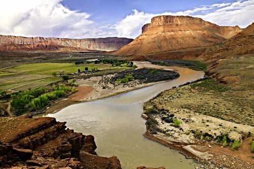 river landscape utah spring valley coloradoriver moab redrock castlevalley