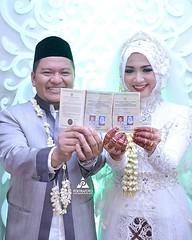 Sahhh! 😉 Foto pernikahan pengantin Muslim Jawa di wedding kak @tiyaraarizkaa & @ommuzid di Jepara Jawa Tengah. Fotografer wedding by @poetrafoto, http://wedding.poetrafoto.com 👍😊😍
