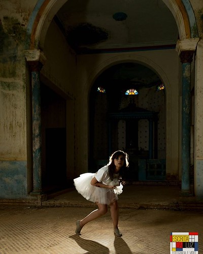 A arte não para nunca, com @ame.artes   #boris_eliecer #eversontaco #nikonphoto #nikonofficials #nikon_photography_ #nikonusa #nikond600 #nikon_top #nikonista #danca #dancacontemporanea #dance #contemporarydance #locaisabandonados #vinarmc