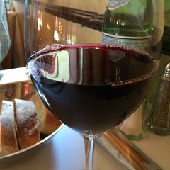It's 5 o'clock somewhere.@vinarobles #Red4 for #lunch with my #squeeze #shareslo