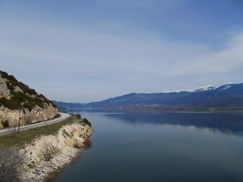 δρόμοσ διαδρομή στροφή λίμνηπολυφύτου