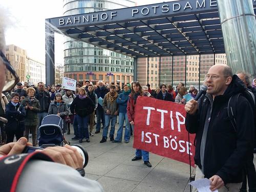 Anti-TTIP/CETA Demonstration gegen Freihandelsabkommen in Berlin am Global Action Day 2015