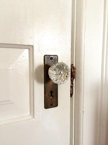 antique-glass-door-knob-keyhole