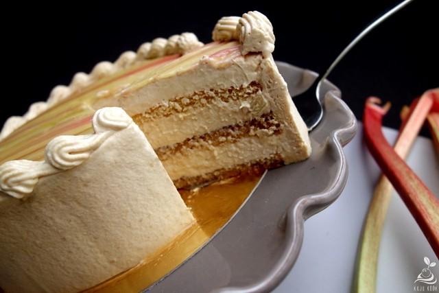 Rabarbri-karamelli tort