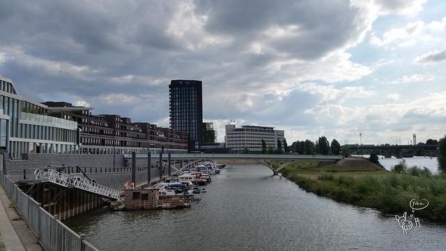 Maas. Venlo. Boulevard.