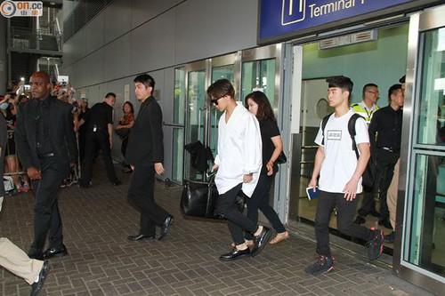 GDragon-arrival-HongKong-20140806 (3)