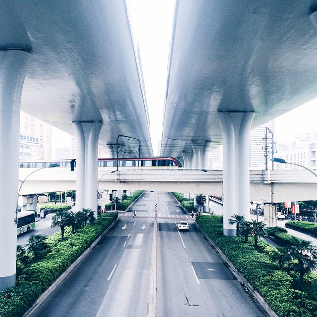 行行重行行,各在天一方 crossing point   #phonegraphy #onlyphone #onlyiphone #iphonegraphy #shanghailife #shanghai #上海 #road #metro