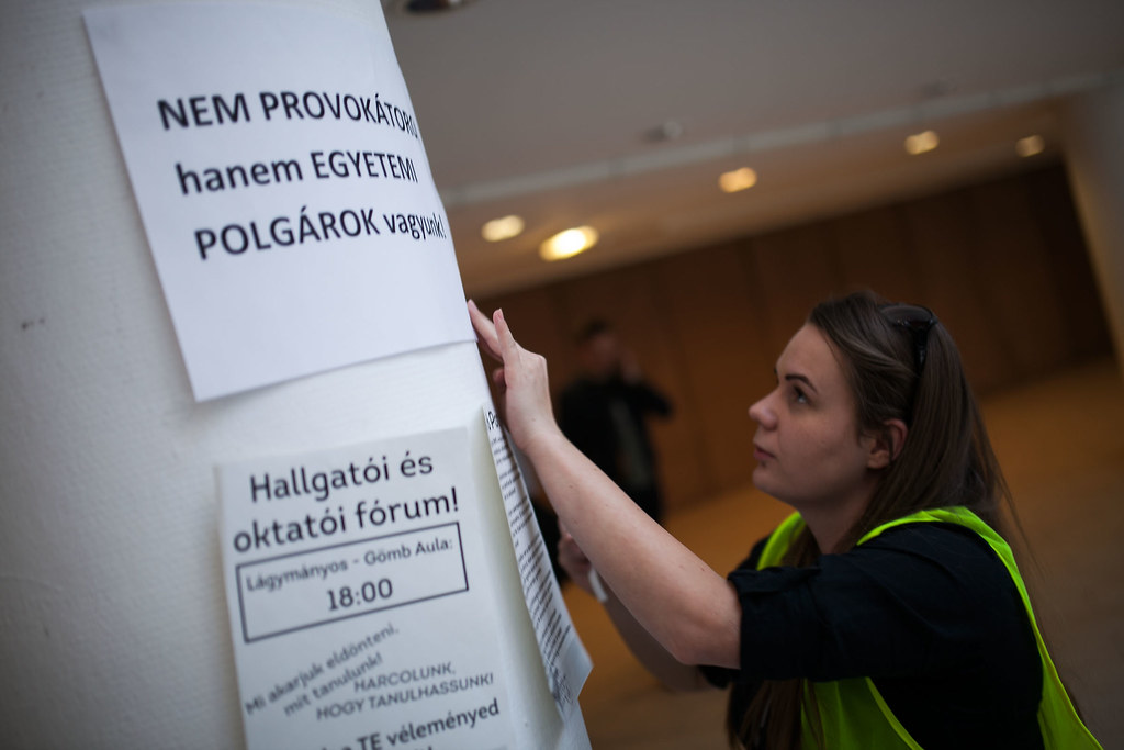 Tiltakozás a szakmegszüntetések az ELTE TáTK-n